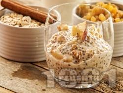 Здравословен чия пудинг с ядково мляко, ябълка, орехи, кокосови стърготини, ванилия и канела - снимка на рецептата